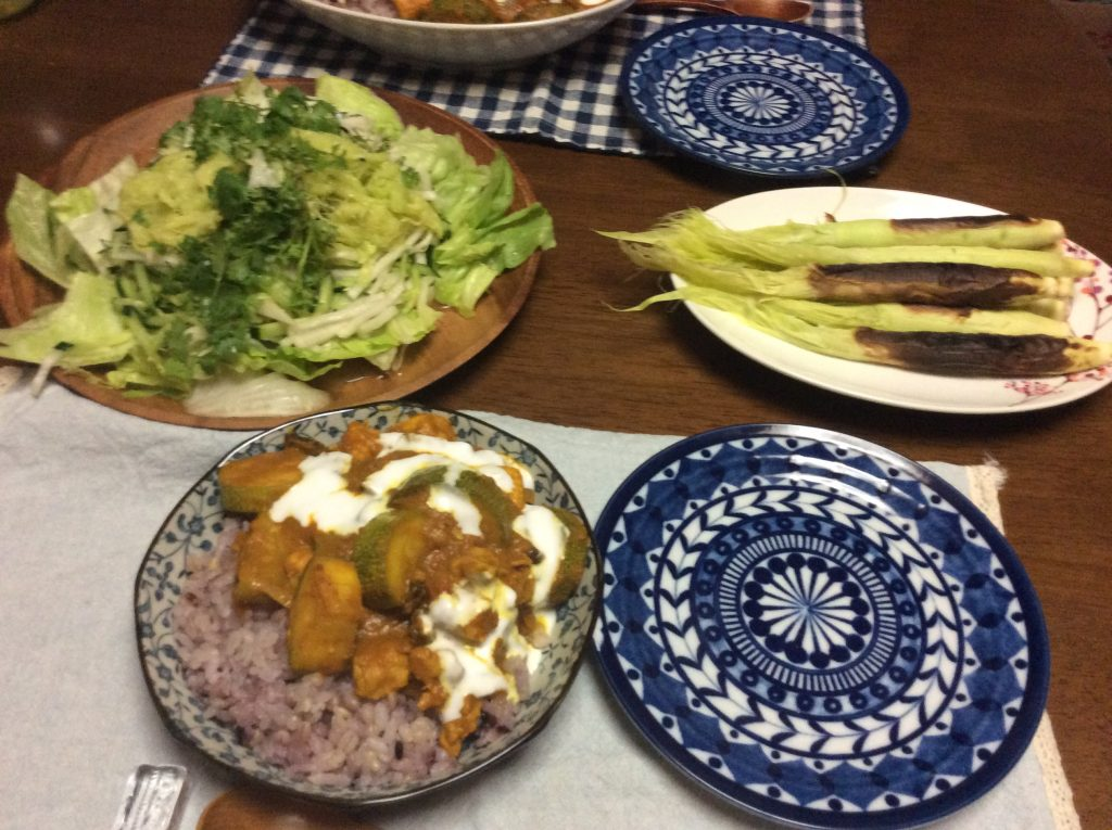 毎日、いただきものの畑の恵、庭のハーブガーデンからの恵で美味しいご飯を食べさせていただいております