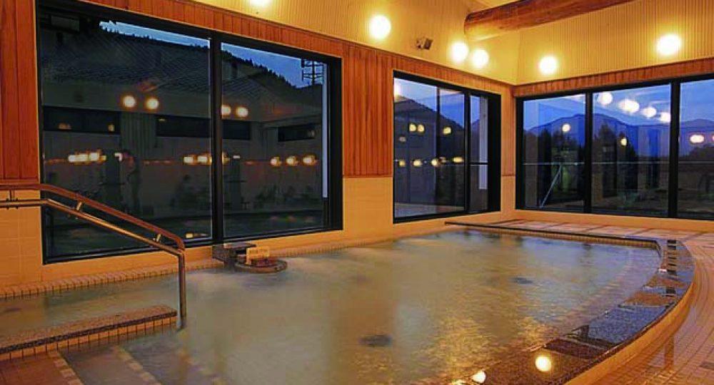 かやぶき大浴場(夜)